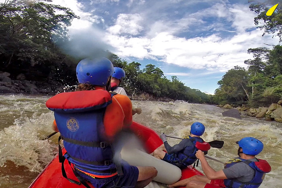 withe-water-rafting-grade-5-colombia